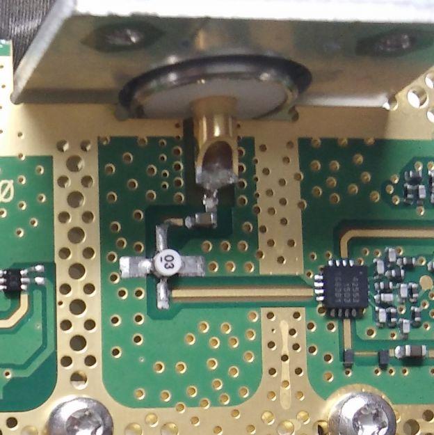 电路基本原理为射频头(此接口为输入)进来过了个隔直电容,然后过了个