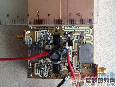 我们采用90度混合电桥将功放输入信号一